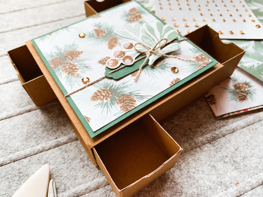 Box mit vier Laden
